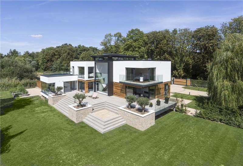 4 Bedrooms Detached House for sale in Bolney Road, Lower Shiplake, Henley-on-Thames, RG9