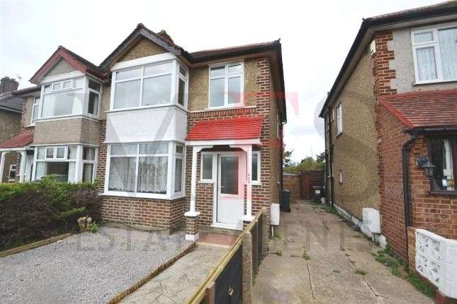 3 Bedrooms Semi Detached House for sale in Staines Road, Bedfont, TW14