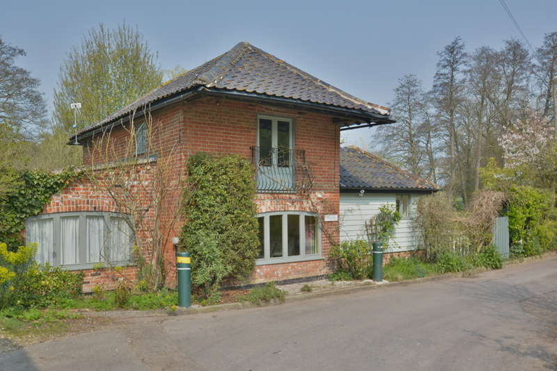 2 Bedrooms Cottage House for sale in Mill Lane, Needham