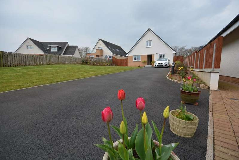 3 Bedrooms Detached House for sale in Kyle Court, Galston, KA4