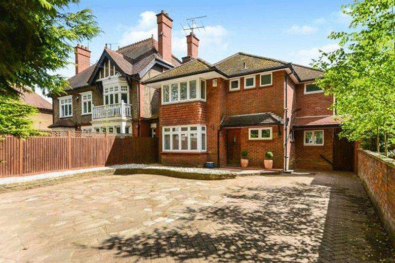 5 Bedrooms Detached House for sale in London Road, Luton