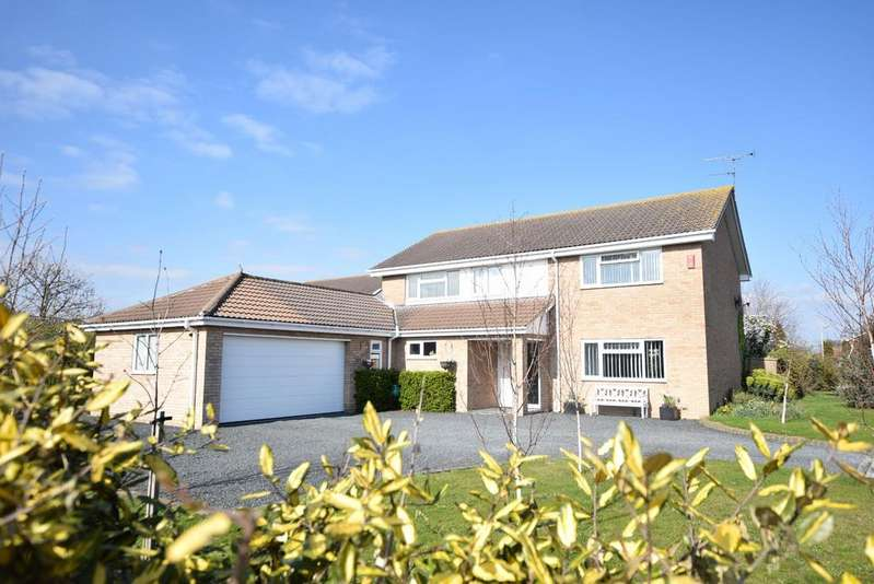 4 Bedrooms Detached House for sale in Kirby Cross, Frinton-on-Sea