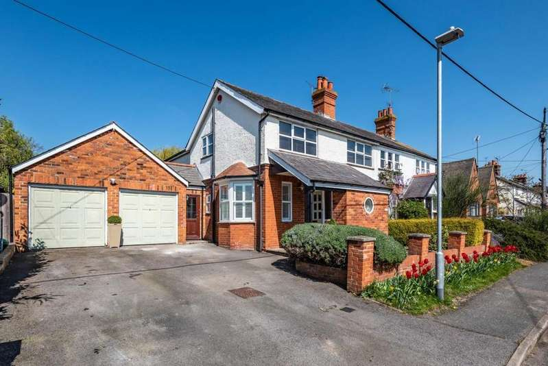 3 Bedrooms Semi Detached House for sale in Fairmead Road, Shinfield, RG2