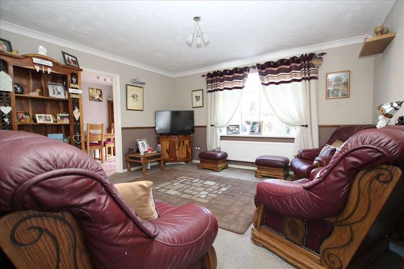 3 Bedrooms Semi Detached House for sale in York Close, Biggleswade, SG18
