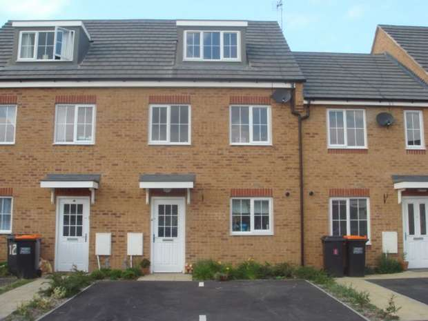 3 Bedrooms Town House for rent in Reeve Close, Sandhills, Leighton Buzzard, Bedfordshire