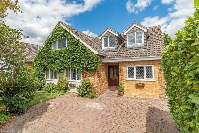 4 Bedrooms Detached House for sale in Scots Drive, Wokingham