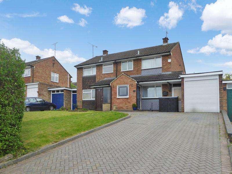 3 Bedrooms Semi Detached House for sale in Langdale Road, Dunstable