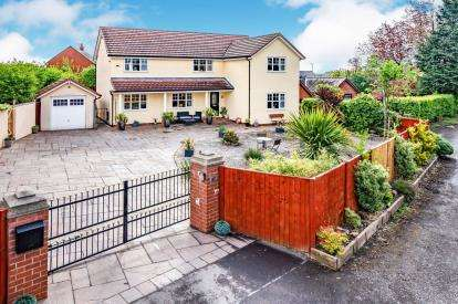5 Bedrooms Detached House for sale in Carr Lane, Lowton, Warrington, Greater Manchester