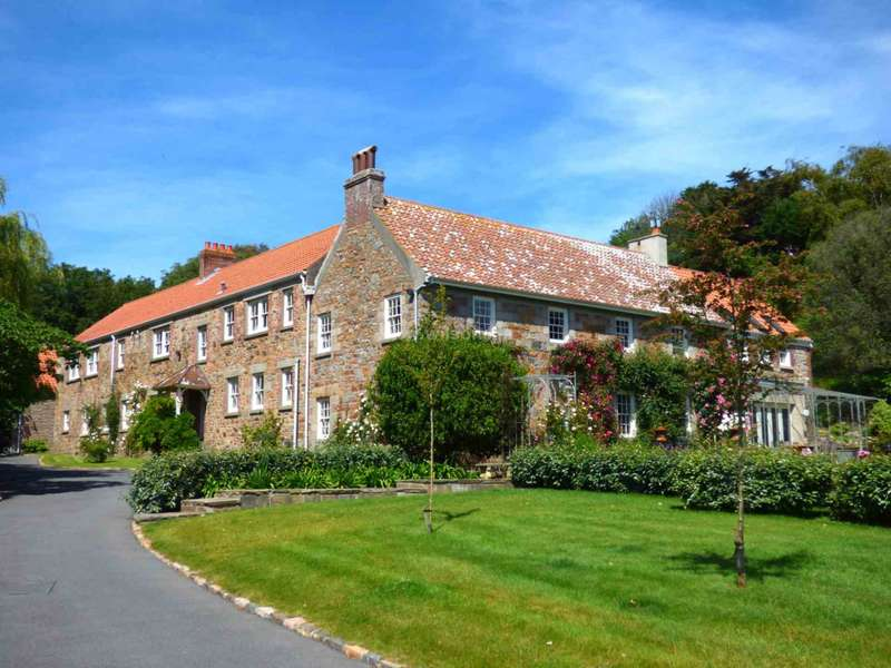 7 Bedrooms Detached House for sale in St Lawrence