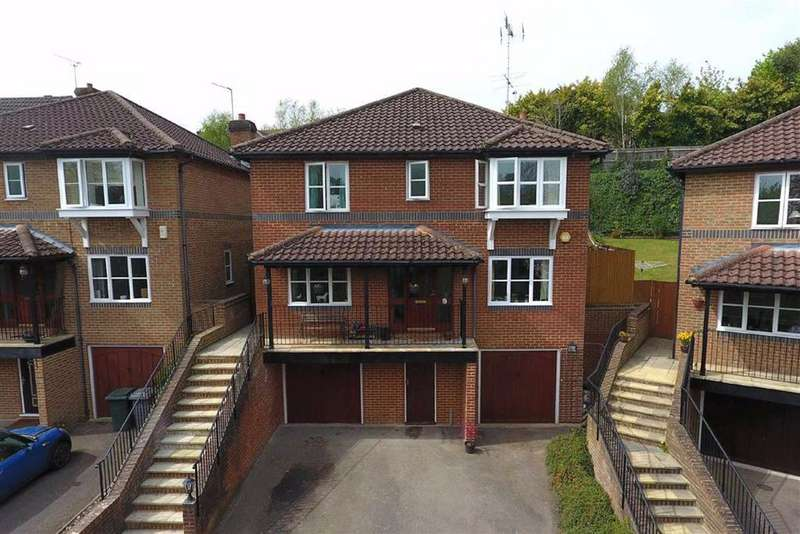 4 Bedrooms Detached House for sale in Tylorstown, Caversham Heights, Reading