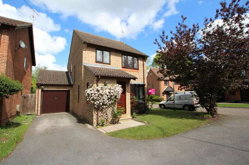 3 Bedrooms Detached House for rent in Heather Close, Finchampstead