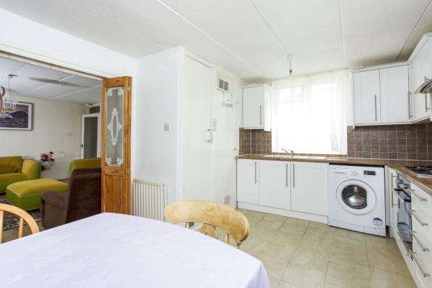2 Bedrooms Flat for sale in Woodmere, Bracknell, Berkshire