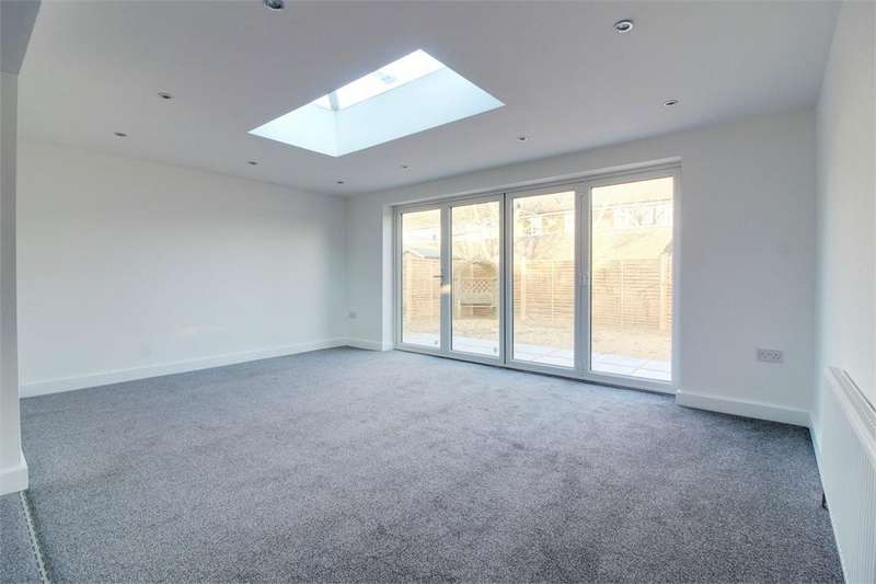 3 Bedrooms Detached Bungalow for sale in Chestnut Avenue, Lutterworth, Leicestershire