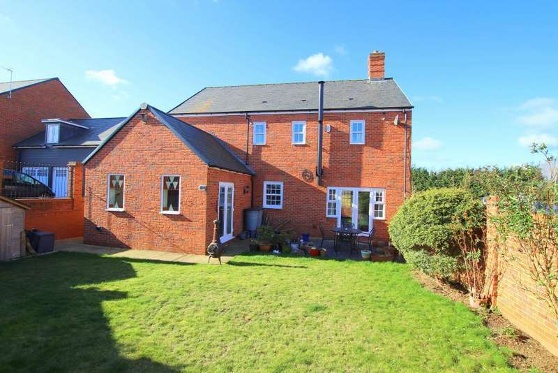 5 Bedrooms Detached House for sale in Wagstaff Way, Ampthill, Bedfordshire, MK45 2GH