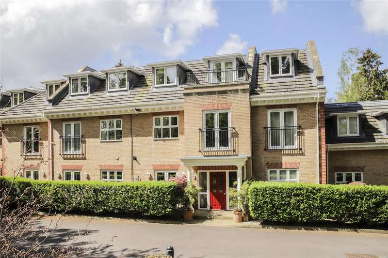 2 Bedrooms Apartment Flat for sale in Wellington Mansions, Ardwell Close, Crowthorne, Berkshire, RG45