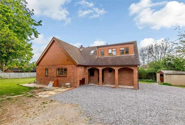5 Bedrooms Detached House for sale in Chapel Lane, Spencers Wood, Reading, Berkshire