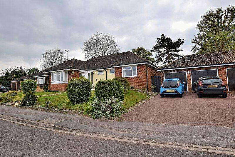 3 Bedrooms Detached Bungalow for sale in South West Dunstable - Large PLOT - DOUBLE Garage