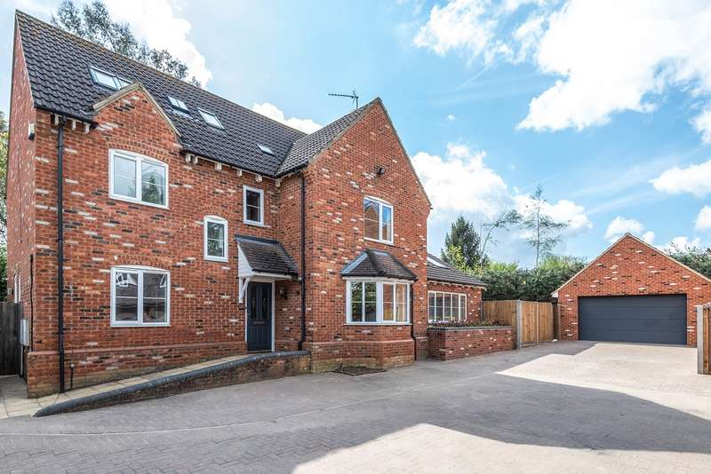 5 Bedrooms Detached House for sale in Common Farm Lane, Flitwick, MK45