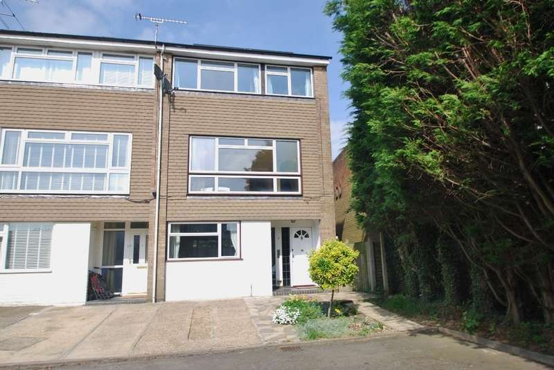 4 Bedrooms End Of Terrace House for sale in Chichester Row, Amersham, HP6