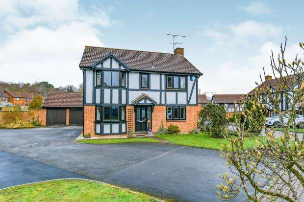 4 Bedrooms Detached House for sale in Bagshot, Surrey, United Kingdom