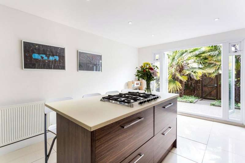 3 Bedrooms House for sale in Wetherell Road, South Hackney, E9