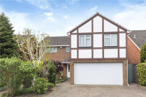 5 Bedrooms Detached House for sale in Southlands Close, Wokingham, Berkshire
