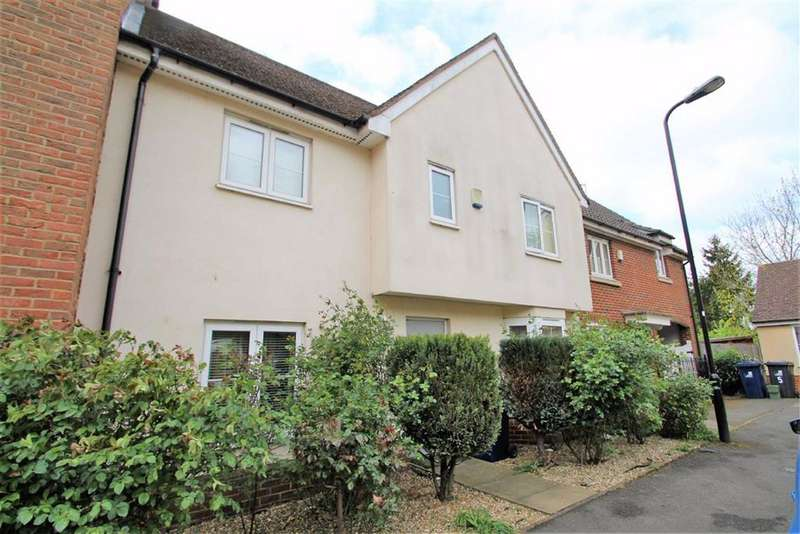 4 Bedrooms Terraced House for sale in Ross Close, Northolt