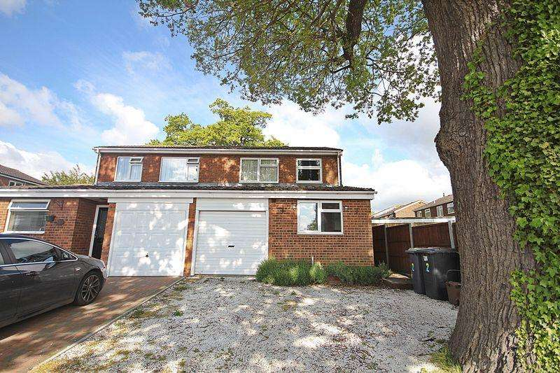 3 Bedrooms Semi Detached House for sale in Swift Close, Flitwick