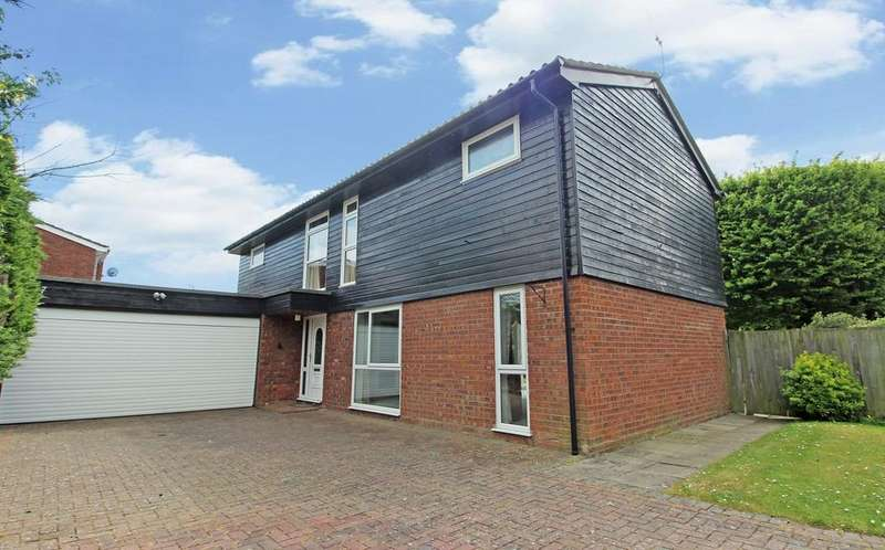 4 Bedrooms Detached House for sale in Thristers Close, Letchworth Garden City, SG6