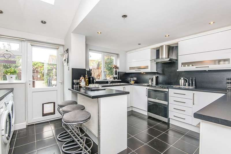 2 Bedrooms Terraced House for sale in Cross View, Exeter, EX2