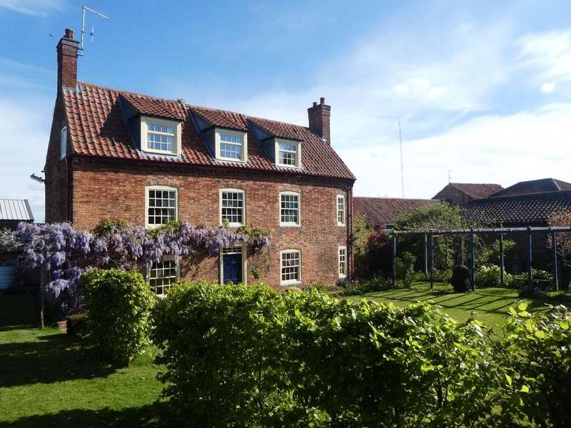 7 Bedrooms Farm House Character Property for sale in Woodbine Farmhouse, Ingram Lane, Sutton-On-Trent
