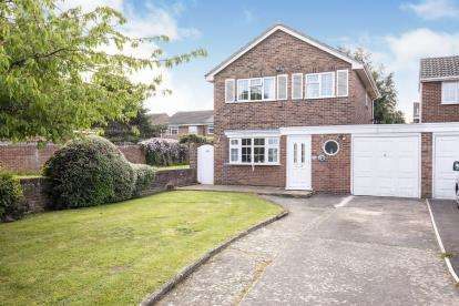 3 Bedrooms Detached House for sale in Hawk Close, Abbeydale, Gloucester, Gloucestershire