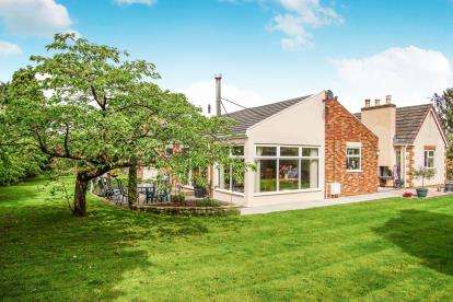 5 Bedrooms Bungalow for sale in Hollywood Lane, Easter Compton, Bristol