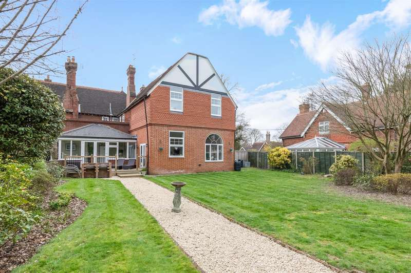 4 Bedrooms Semi Detached House for sale in Birchwood Grove Road, BURGESS HILL