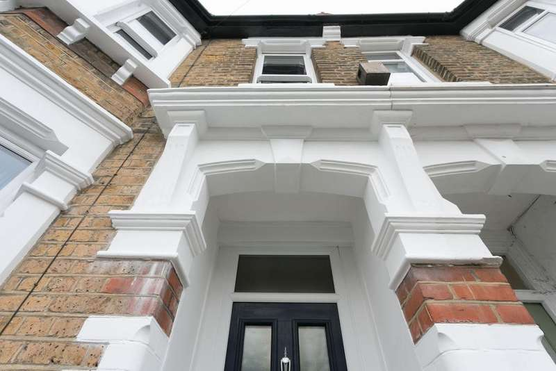 4 Bedrooms End Of Terrace House for sale in Beverley Road, Highams Park, E4