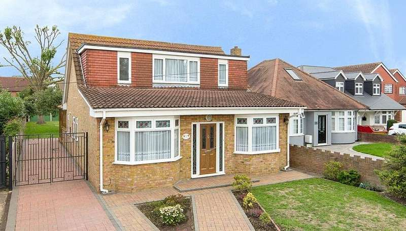 4 Bedrooms Detached House for sale in Lambs Lane North, Rainham, RM13