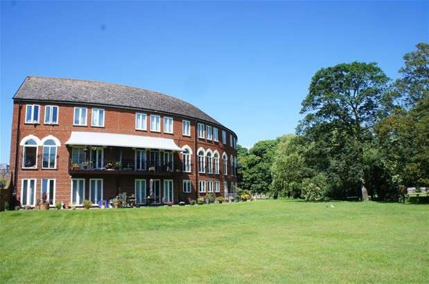 2 Bedrooms Flat for sale in Duckmill Crescent, Bedford