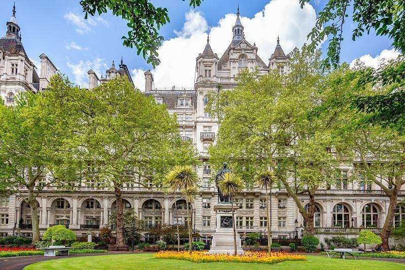 3 Bedrooms Apartment Flat for sale in Whitehall Court, Westminster, SW1A