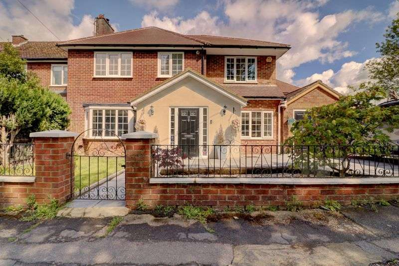 4 Bedrooms Property for sale in Upper Belmont Road, Chesham