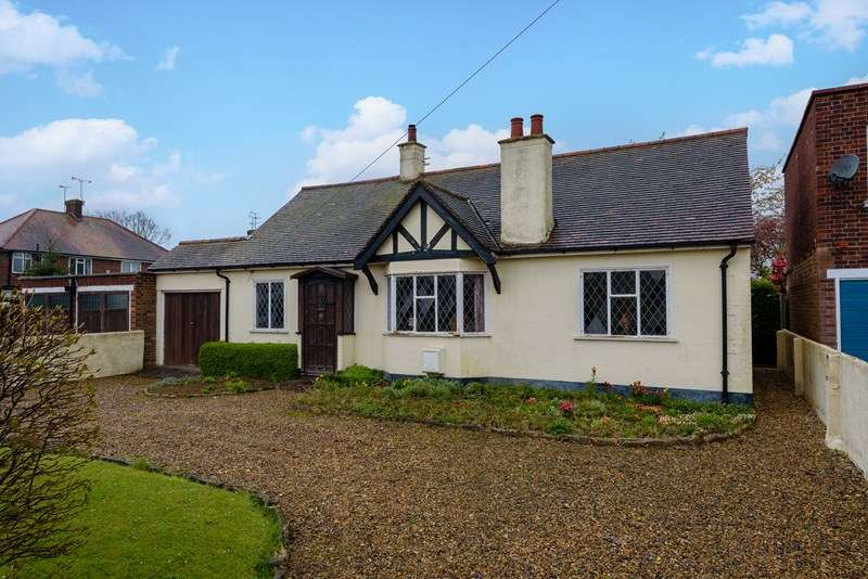 3 Bedrooms Detached Bungalow for sale in Development Opportunity - Southend on Sea