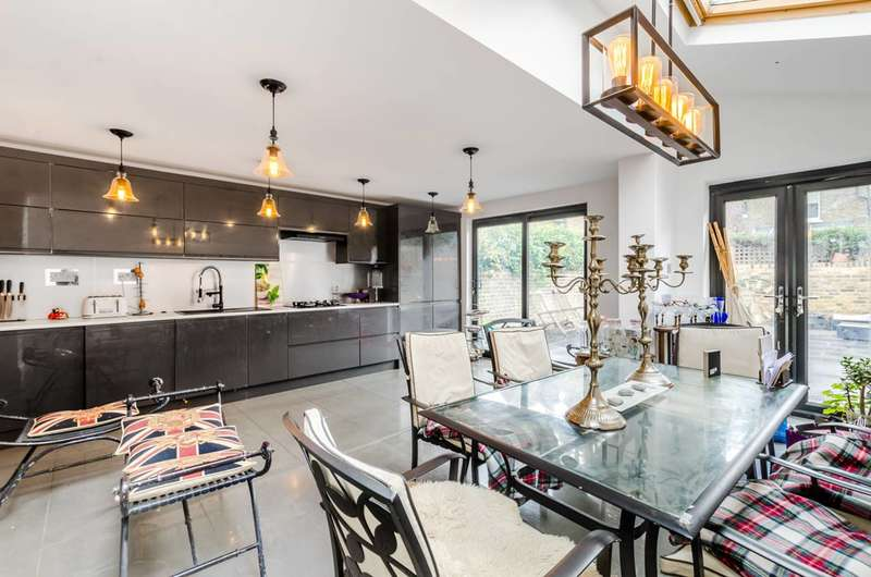 5 Bedrooms Terraced House for sale in Gorst Road, Between the Commons, SW11