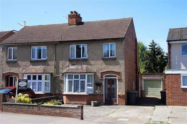 3 Bedrooms Semi Detached House for sale in Barkers Lane, Bedford