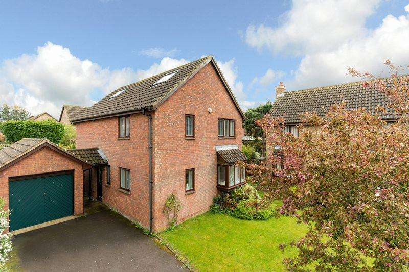 5 Bedrooms Detached House for sale in Detached Beauty In Caddington