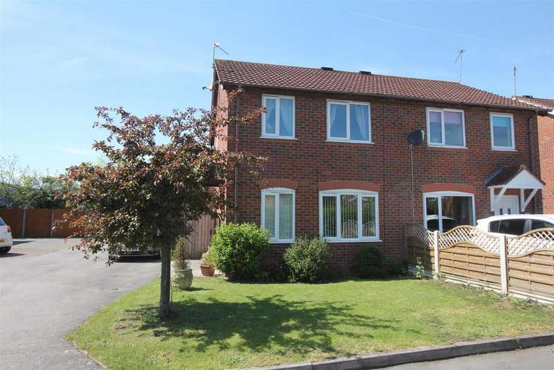 3 Bedrooms Semi Detached House for sale in Rydal Close, Hinckley