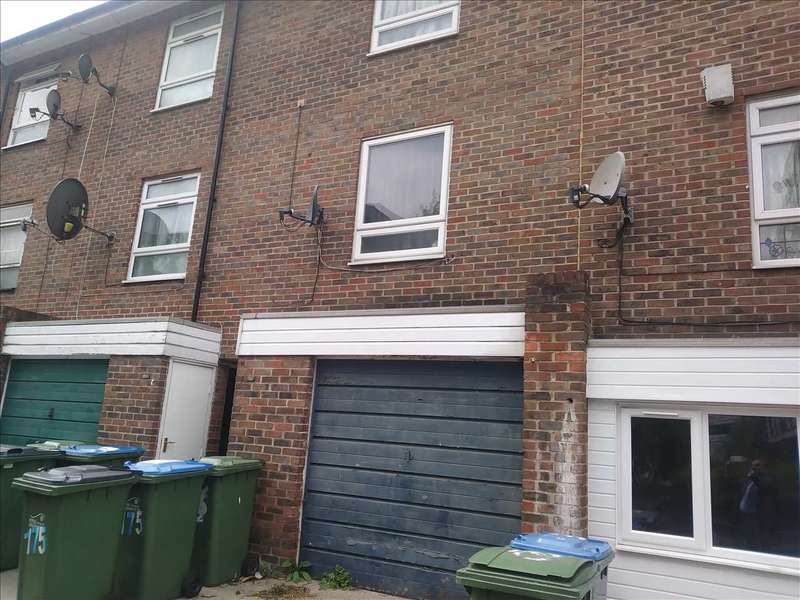 3 Bedrooms Town House for sale in Nightingale Vale, Plumstead, London