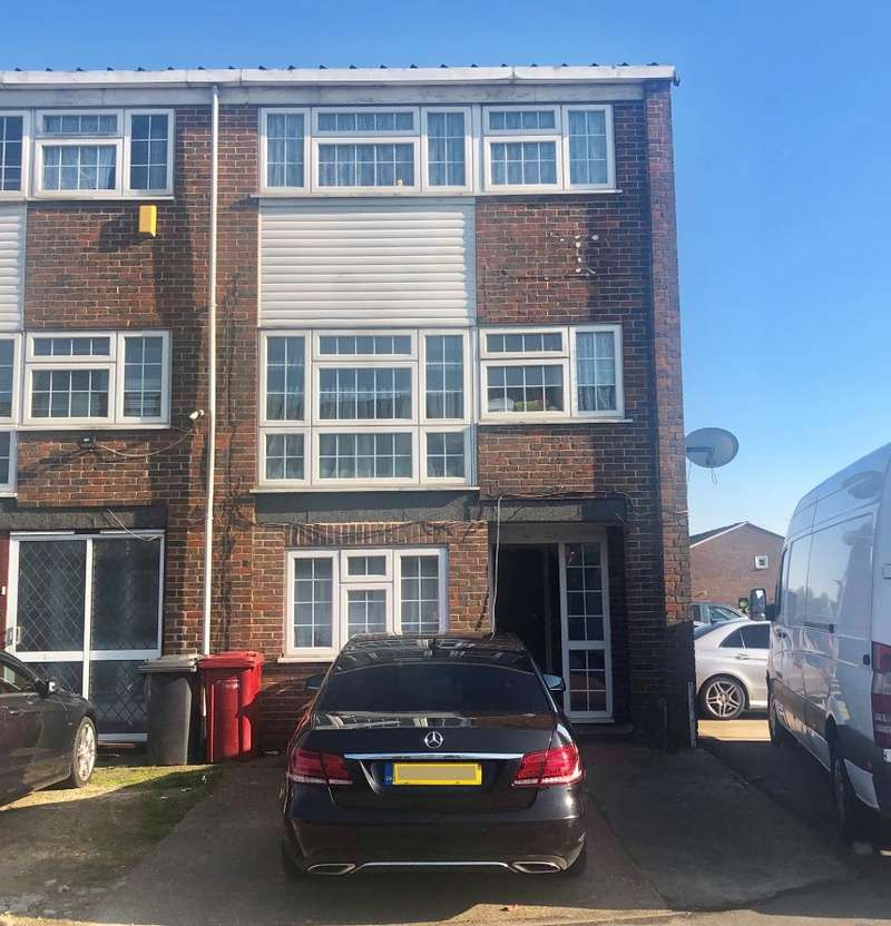 3 Bedrooms End Of Terrace House for sale in Brammas Close, Slough, Berkshire, SL1 2TP
