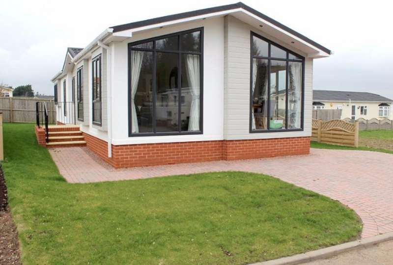 2 Bedrooms Lodge Character Property for sale in Ripple Worcestershire