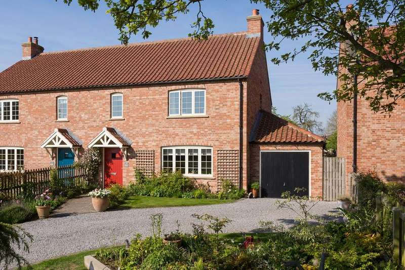 4 Bedrooms Semi Detached House for sale in Orchard Cottages, Harton, York, YO60