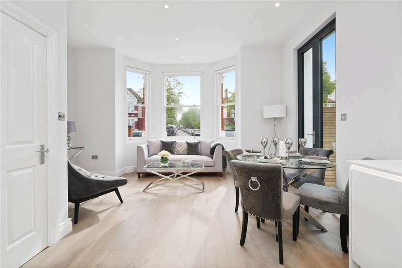 2 Bedrooms Flat for sale in Birch Grove, West Acton, London, W3
