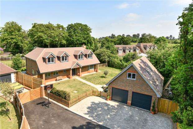 4 Bedrooms Detached House for sale in Church Grove, Wexham